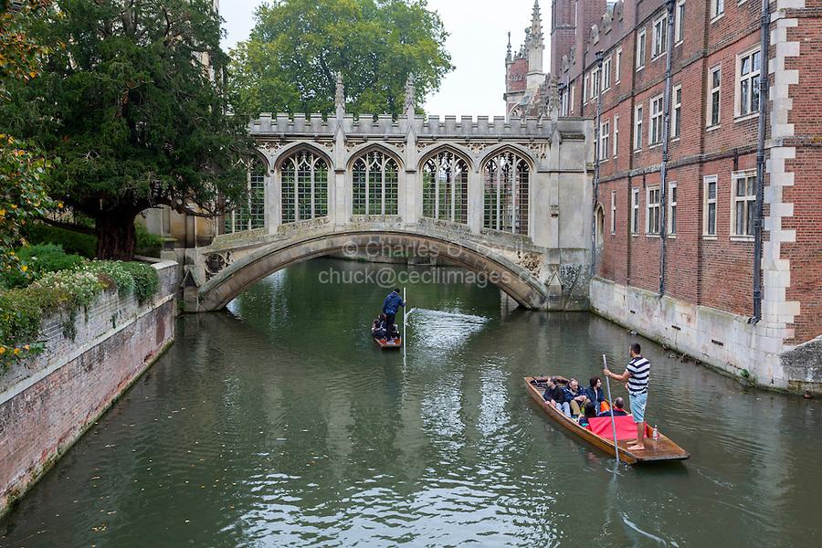 UK, England, Cambridge.  River Cam and the Bridge of Sighs, St. John's College.