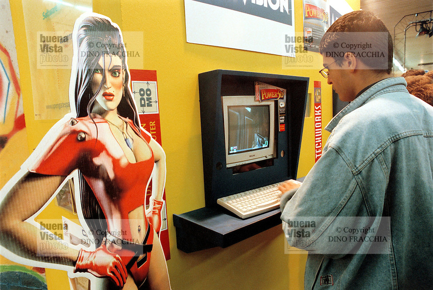 - SMAU, international exibition of electronics, computer science and technological innovation, videogames stand....- SMAU, salone internazionale dell'elettronica, informatica e innovazione tecnologica, stand videogiochi