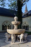 Brunnen beim Kaiserschloss von Wilhelm II (Zamek) in Posnan (Posen), Woiwodschaft Großpolen (Województwo wielkopolskie), Polen Europa<br /> Fountain at Castle (Zamek built by Wilhelm II in Posnan, Poland, Europe