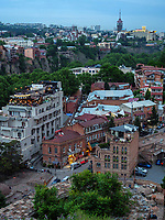 Bäderviertel Abanotubani und Blick auf Metheki, Tiflis – Tbilissi, Georgien, Europa<br />  thermal quarter Abanotuban and historic city Metheki, Tbilisi, Georgia, Europe