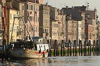 - peschereccio ormeggiato in un canale di Chioggia, città lagunare a sud di Venezia)....- fishing boat moored in a channel of Chioggia, lagoon city south of Venice ( Italy ) Italia