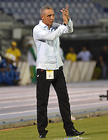 BARRANQUILLA -COLOMBIA, 11-NOVIEMBRE-2015. Alexis Mendoza director técnico del Atlético Junior en acción contra el Independiente Santa Fe    durante  el partido de la final ida de la Copa  Aguila II 2015 jugado en el estadio Metropolitano Roberto Meléndez./ XXXXX Alexis Mendoza coach of Atletico Junior in actions   against  of Independiente Santa Fe  by the end of the first leg match of the Copa II 2015 Aguila played in Metropolitano Roberto Melendez  stadium . Photo: VizzorImage / Alfonso Cervantes / Str