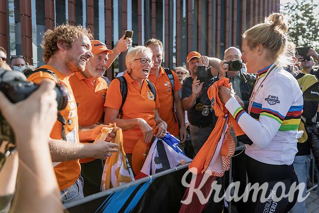 brand new ITT World Champion Ellen Van Dijk (NED/Trek Segafredo) congratulated by her family. <br /> <br /> 88th UCI Road World Championships 2021 – ITT (WC)<br /> Women Elite Time trial from Knokke-Heist to Brugge (30.3km)<br /> <br /> ©Kramon