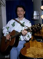 Francis Cabrel<br />  vers 1987<br /> <br /> <br /> PHOTO D'ARCHIVE : Agence Quebec Presse
