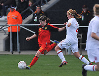 UEFA Women's Under 17 Championship - Second Qualifying round - group 1 : Belgium - England : .Noemie Gelders aan de bal.foto DAVID CATRY / Vrouwenteam.be