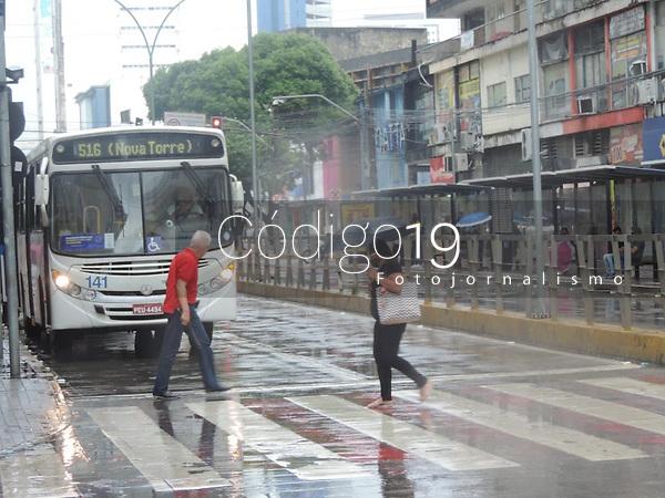Recife (PE), 10/05/2021 - Clima-Recife - A região central de Recife amanhece com chuva nesta segunda-feira (10)
