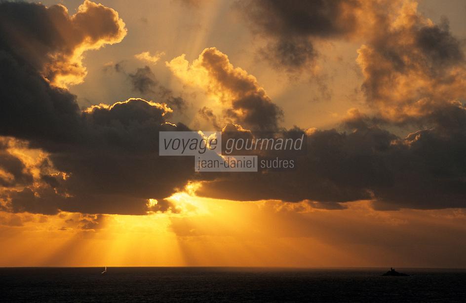 Europe/France/Bretagne/29/Finistère/Pointe du Van: Lumière du soir dans les nuages