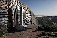 MEXICO: CROSSING THE BORDER TO THE US (2017)