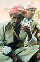 Iraq 1963 .A peshmerga, resting, drinks a glass of tea.Irak 1963.Peshmerga buvant au repos un verre de the
