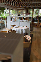 Europe/Espagne/Catalogne/Catalogne/Gérone:  Restaurant: El Celler de Can Roca à la deuxième place de la liste The World's 50 Best Restaurants _ Détail de la Salle de restaurant