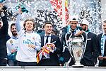 Real Madrid Luka Modric, Mateo Kovacic and Raphael Varane during the celebration of the Thirteen Champions League at Cibeles Fountain in Madrid, Spain. May 27, 2018. (ALTERPHOTOS/Borja B.Hojas)