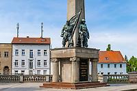 Sowjetisches Ehrenmal mit Bronzefiguren und Obelisk, Bandenburg an der Havel, Brandenburg, Deutschland