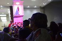 Com verdadeira maratona de eventos e romarias começa mais um dia com missa no município de Ananindeua , de onde será levada em procissão rodoviária até o distrito de Icoarací , indo para Belém em romaria fluvial.<br /> Milhares de peregrinos participam da maior procissão católica do Brasil, o Círio de Nossa Senhora da Nazaré, que este ano completa 225 anos. <br /> Durante o percurso com cerca de 4 km, os pagadores de promessas carregam réplicas de barcos, casas, partes do corpo humano feitas em cera, entre vários outros objetos, para agradecer ou pedir milagres a nossa Senhora de Nazaré. <br /> <br /> Thousands of pilgrims participate in the largest catholic procession in Brazil, the Círio de Nossa Senhora da Nazaré, which this year celebrates 225 years. During the course of about 4 km, the payers of promises carry replicas of boats, houses, parts of the human body made of wax, among other objects, to thank or ask for miracles to our Lady of Nazareth.