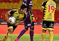BOGOTA - COLOMBIA, 15-11-2020: Cleider Alzate de Alianza Petrolera, celebra el gol anotado a Millonarios F. C. durante partido entre Millonarios F. C. y Alianza Petrolera de la fecha 20 por la Liga BetPlay DIMAYOR 2020 jugado en el estadio Nemesio Camacho El Campin de la ciudad de Bogota. / Cleider Alzate of Alianza Petrolera, celebrates the scored goal to Millonarios F. C. during a match between Millonarios F. C. and Alianza Petrolera of the 20th date for the BetPlay DIMAYOR League 2020 played at the Nemesio Camacho El Campin Stadium in Bogota city. / Photo: VizzorImage / Luis Ramirez / Staff.