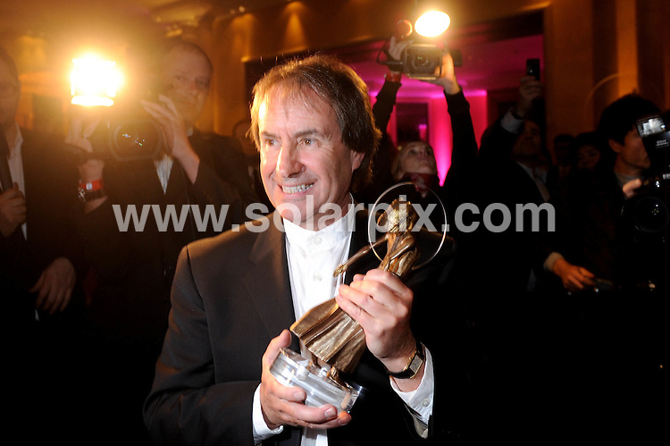 **ALL ROUND PICTURES FROM SOLARPIX.COM**.**SYNDICATION RIGHTS FOR UK AND SPAIN ONLY**. The German entertainment awards for music and film 'Diva' in Munich (Muenchen) Bavaria in Germany..This pic: Chris de Burgh..JOB REF:8344-CPR/ Preiss       DATE:27-01-09.**MUST CREDIT SOLARPIX.COM OR DOUBLE FEE WILL BE CHARGED* *UNDER NO CIRCUMSTANCES IS THIS IMAGE TO BE REPRODUCED FOR ANY ONLINE EDITION WITHOUT PRIOR PERMISSION*