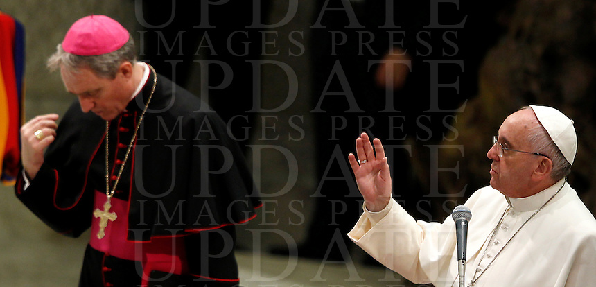 Papa Francesco benedice i fedeli al termine dell'udienza generale del mercoledi' in aula Paolo VI, Citta' del Vaticano, 21 gennaio 2015.<br /> Pope Francis blesses faithful at the end of his weekly general audience in the Paul VI hall at the Vatican, 21 January 2015.<br /> UPDATE IMAGES PRESS/Isabella Bonotto<br /> <br /> STRICTLY ONLY FOR EDITORIAL USE
