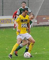 SC Wielsbeke - KM Torhout..Jessy Lebsir aan de bal met achter zich Hendrik Reynaert ..foto VDB / BART VANDENBROUCKE
