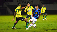 TUNJA -COLOMBIA, 2-11-2020.Frank Lozano de Boyacá Chicó disputa el balón con Homer Martinezdel  Atletico Bucaramanga durante partido entre Boyacá Chicó y el Atletico Bucaramanga por la fecha 17 de la Liga BetPlay DIMAYOR I 2020 jugado en el estadio La Independencia  de la ciudad de Tunja. / Frank Lozano of Boyaca Chico struggles the ball withHomer Martinez of Atletico Bucaramanga  during match between Boyaca Chico  and Atletico Bucaramanga for the date 17 BetPlay DIMAYOR League I 2020 played at La Independencia  stadium in Tunja city: VizzorImage/ Edward Leguizamon / Contribuidor