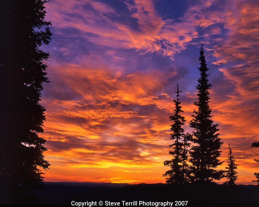 Sunrise over Snake River Canyon Oregon