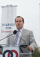 Josh Duggar Hit with Child Pornography Charges