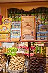Frankreich, Provence-Alpes-Côte d'Azur, Saint-Paul de Vence: mittelalterliches Staedtchen, Suessigkeiten und Gebaeck | France, Provence-Alpes-Côte d'Azur, Saint-Paul de Vence: medieval town, pastry and sweets