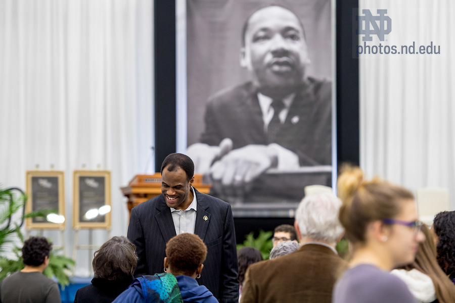 January 22, 2018; Philanthropist and former NBA star David Robinson chats with guests following the 2018 MLK Luncheon. David Robinson and his son Corey Robinson '17 were the keynote speakers at the event. (Photo by Matt Cashore/University of Notre Dame)