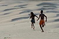 Verão na Amazônia <br /> <br /> Milhares de veranistas  de  cidades como Belém, Marabá e Tucuruí, além   de estados como Goiás, Tocantins buscam o  verão  nas praias de Salinópolis  nordeste do estado.<br /> De acordo com a segurança pública cerca de 400 homens da PM, Bombweiros, Polícia civil  e Detran entre outros trabalham na segurança a atendimento de veranistas que continuam a chegar na região para os últimos dias das férias de verão no norte do país .<br /> Salinópolis, Pará, Brasil.<br /> Foto Paulo Santos<br /> 27/07/2008