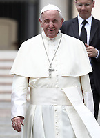 Papa Francesco lascia piazza San Pietro al termine dell'udienza generale del mercoledi', Citta' del Vaticano, 30 maggio, 2018.<br /> Pope Francis leaves at the end of his weekly general audience in St. Peter's Square at the Vatican, on May 30, 2018.<br /> UPDATE IMAGES PRESS/Isabella Bonotto<br /> <br /> STRICTLY ONLY FOR EDITORIAL USE