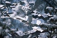 Europe/France/Rhône-Alpes/74/Haute Savoie/Morzine: Le Village sous la neige autour de son église