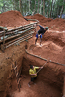 Miners dig a pit in search for gold about 80km from Apui in the Brazilian state of Amazonas, Feb. 4, 2007. Thousands of people have created a virtually instant town in the remote Amazon forest to dig for gold in the region, discovered in Dec. 2006. The environment is not much of a concern as trees are felled and pits are dug by people from all over Brazil and from all walks of life. Most simply say that some deforestation in the immense amazon it is the price to pay for Brazilians to exploit their nation's riches. (FOTO:DOUGLAS ENGLE/AUSTRAL FOTO)