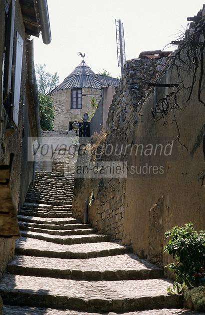 Europe/France/Midi-Pyrénées/81/Tarn/ Lautrec: Ruelle en gradins menant au  Moulin à vent