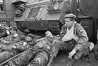 - Esercitazioni NATO in Germania, Settembre 1984, militari inglesi simulano feriti in combattimento<br /> <br /> - NATO exercises in Germany, September 1984, British soldiers simulating wounded in combat