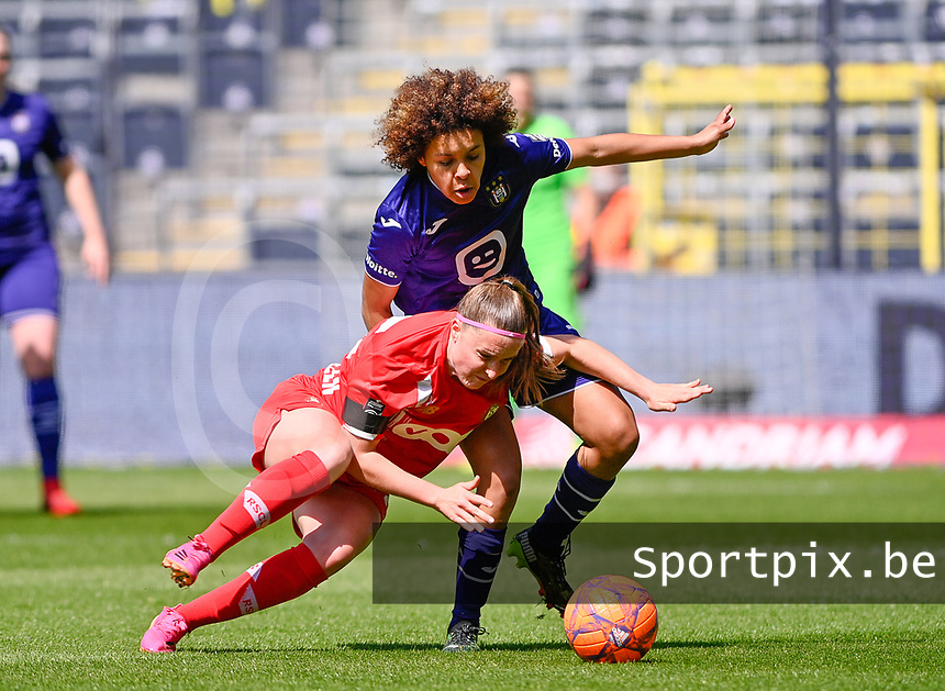 Davinia Vanmechelen (25) of Standard pictured fighting for the ball with Kassandra Missipo (12) of Anderlecht during a female soccer game between RSC Anderlecht Dames and Standard Femina De Liege on the third matchday of play off 1 of the 2020 - 2021 season of Belgian Womens Super League , saturday 24 th of April 2021  in Brussels , Belgium . PHOTO SPORTPIX.BE | SPP | DAVID CATRY