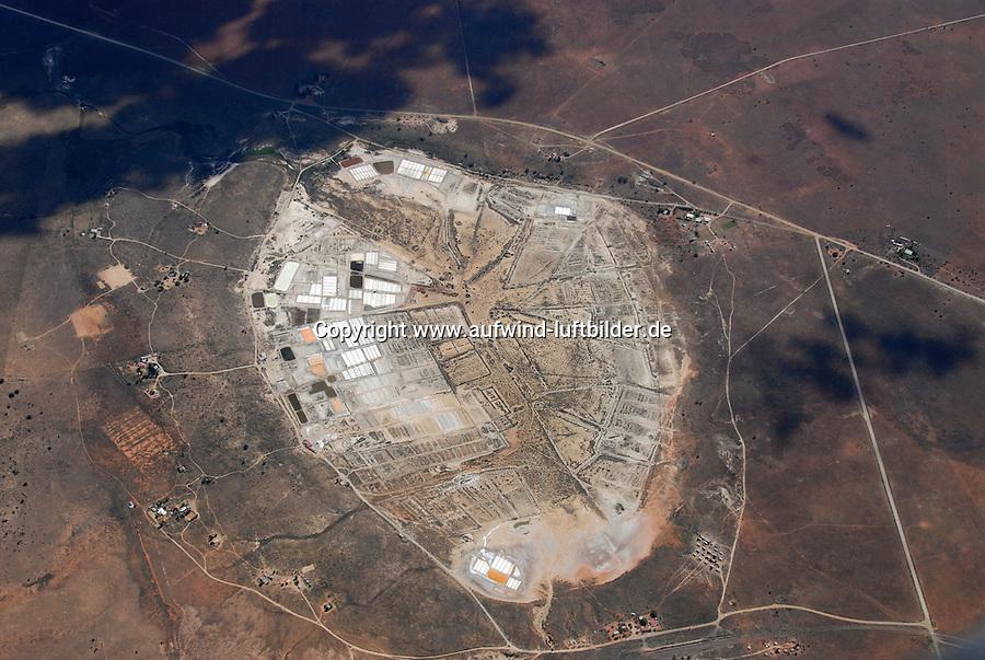 4415 / Salzgewinnung: AFRIKA, SUEDAFRIKA, 01.02.2007: Salt Lake, Salzgewinnung durch Verdunstung salzhaltiger Loesung.<br />Salinen oder Salzgarten. Salinitaet, Sole,