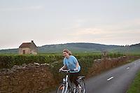 vineyard hut cyclist beaune cote de beaune burgundy france