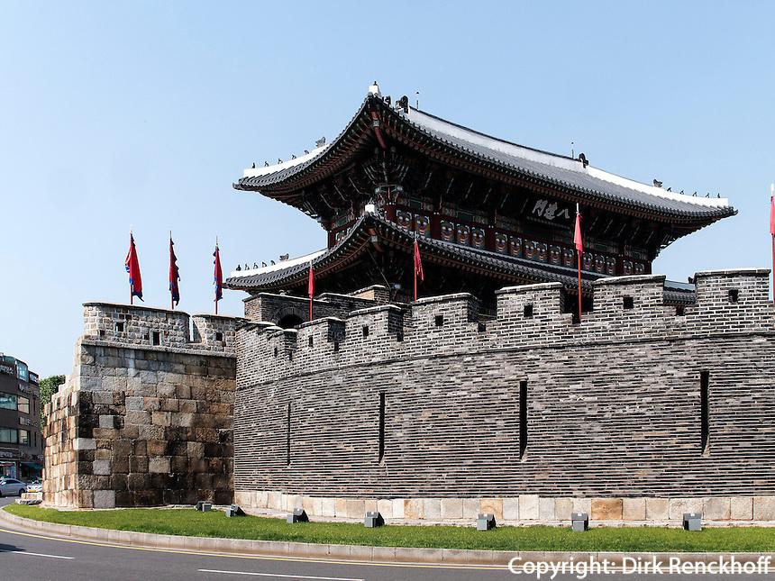 Südtor - Paldalmun- der Festung Hwaseong von Suwon, Provinz Gyeonggi-do, Südkorea, Asien, Unesco-Weltkulturerbe<br /> South gate Paldalmun of fortress Hwaseong, Suwon, Province Gyeonggi-do, South Korea Asia, UNESCO World-heritage