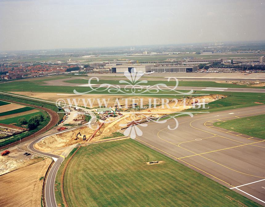 Mei 1996. Luchthaven Zaventem.