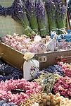 HUN, Ungarn, Budapest, Duftsaeckchen mit Lavendel werden auf dem Stadtfest zum Verkauf angeboten | HUN, Hungary, Budapest, lavender scent bags for sale at fair