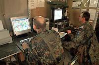 - Eurocorps, European multinational army corps, German officiers in the field command post....- Eurocorps, corpo militare multinazionale europeo,..ufficiali tedeschi  all'interno del posto di comando campale..