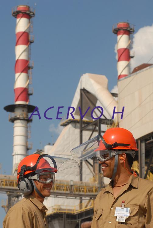 Inaugurada em 1995 , a Alunorte,  após três grandes expansões,  assume  posição de maior produtora de alumina do mundo. .<br /> Barcarena Pará Brasil.<br /> Paulo Santos <br /> 2008.