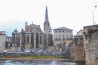 The gothic St Martin Church and the bridge across the l'Aude river. Town of Limoux. Limoux. Languedoc. France. Europe.