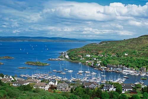 Maybe next year…..? Tarbert on Loch Fyne during a normal Scottish Series