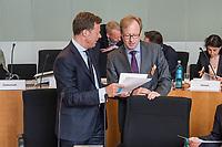 """Oeffentliches Fachgespraech des Finanzausschusses des Deutschen Bundestag am Mittwoch den 25. April 2018 zum Thema """"Steuerwettbewerb, Steuervermeidung, Paradise Papers"""".<br /> Im Bild die Sachverstaendigen vlnr.: <br /> Berthold Welling, Verband der Chemischen Industrie e. V. (VCI); Werner Thumbs, Profunda Verwaltungs-GmbH.<br /> 25.4.2018, Berlin<br /> Copyright: Christian-Ditsch.de<br /> [Inhaltsveraendernde Manipulation des Fotos nur nach ausdruecklicher Genehmigung des Fotografen. Vereinbarungen ueber Abtretung von Persoenlichkeitsrechten/Model Release der abgebildeten Person/Personen liegen nicht vor. NO MODEL RELEASE! Nur fuer Redaktionelle Zwecke. Don't publish without copyright Christian-Ditsch.de, Veroeffentlichung nur mit Fotografennennung, sowie gegen Honorar, MwSt. und Beleg. Konto: I N G - D i B a, IBAN DE58500105175400192269, BIC INGDDEFFXXX, Kontakt: post@christian-ditsch.de<br /> Bei der Bearbeitung der Dateiinformationen darf die Urheberkennzeichnung in den EXIF- und  IPTC-Daten nicht entfernt werden, diese sind in digitalen Medien nach §95c UrhG rechtlich geschuetzt. Der Urhebervermerk wird gemaess §13 UrhG verlangt.]"""