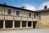 France, Aquitaine, Landes (40) , Hastingues: Abbaye d'Arthous , le cloître //  France, Aquitaine, Landes, Hastingues: Arthous abbey, the cloister
