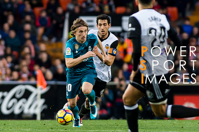 Luka Modric of Real Madrid (front) fights for the ball with Daniel Parejo Munoz of Valencia CF (back) during the La Liga 2017-18 match between Valencia CF and Real Madrid at Estadio de Mestalla  on 27 January 2018 in Valencia, Spain. Photo by Maria Jose Segovia Carmona / Power Sport Images