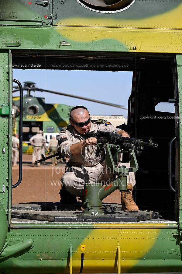 MALI, Gao, Minusma UN mission, Camp Castor, Helicopter unit Romanian Pumas for paramedic rescue flights, Helicopter IAR-330 Puma L-RM, machine gun M240 B of american company FN Manufacturing Inc. in Columbia / MALI, Gao, UN Mission Minusma, Multidimensionale Integrierte Stabilisierungsmission der Vereinten Nationen in Mali, CAMP CASTOR , rumänische Hubschrauber Staffel für medizinische Hilfe, Helikopter IAR-330 Puma L-RM, Maschinengewehr M240 B des US Hersteller FN Manufacturing, Inc. in Columbia