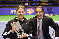 18-12-10, Tennis, Rotterdam, Reaal Tennis Masters 2010,  IC Awaed voor Esther Vergeer overhandigd door Mark Koevermans
