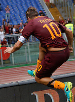 Calcio, Serie A: Roma vs Sampdoria. Roma, stadio Olimpico, 11 settembre 2016.<br /> Roma's Francesco Totti celebrates after scoring the winning goal on a penalty kick during the Italian Serie A football match between Roma and Sampdoria at Rome's Olympic stadium, 11 September 2016. Roma won 3-2.<br /> UPDATE IMAGES PRESS/Riccardo De Luca