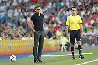 MADRID, ESPANHA, 29 AGOSTO 2012 - SUPERCUP DA ESPANHA -  REAL MADRID X BARCELONA - Tito Vilanova treinador do Barcelona  durante partida contra o Real Madrid na final da da Supercup da Espanha contra o Barcelona em , no estadio Santiago Bernabeu, em Madri na Espanha, nesta quarta-fera, 29. (FOTO: ALFAQUI / BRAZIL PHOTO PRESS).