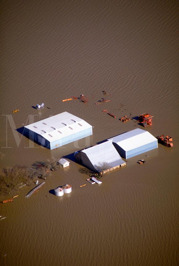 Flooded farmland from January 1997 flooding in northern California. Meridian California USA Sacramento Valley.